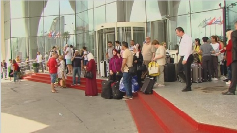 Казахстанцев в срочном порядке выселяют из элитной гостиницы в Грузии