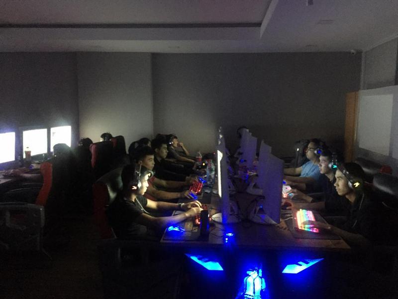 Компьютерный клуб с более чем 40 посетителями работал ночью в Нур-Султане