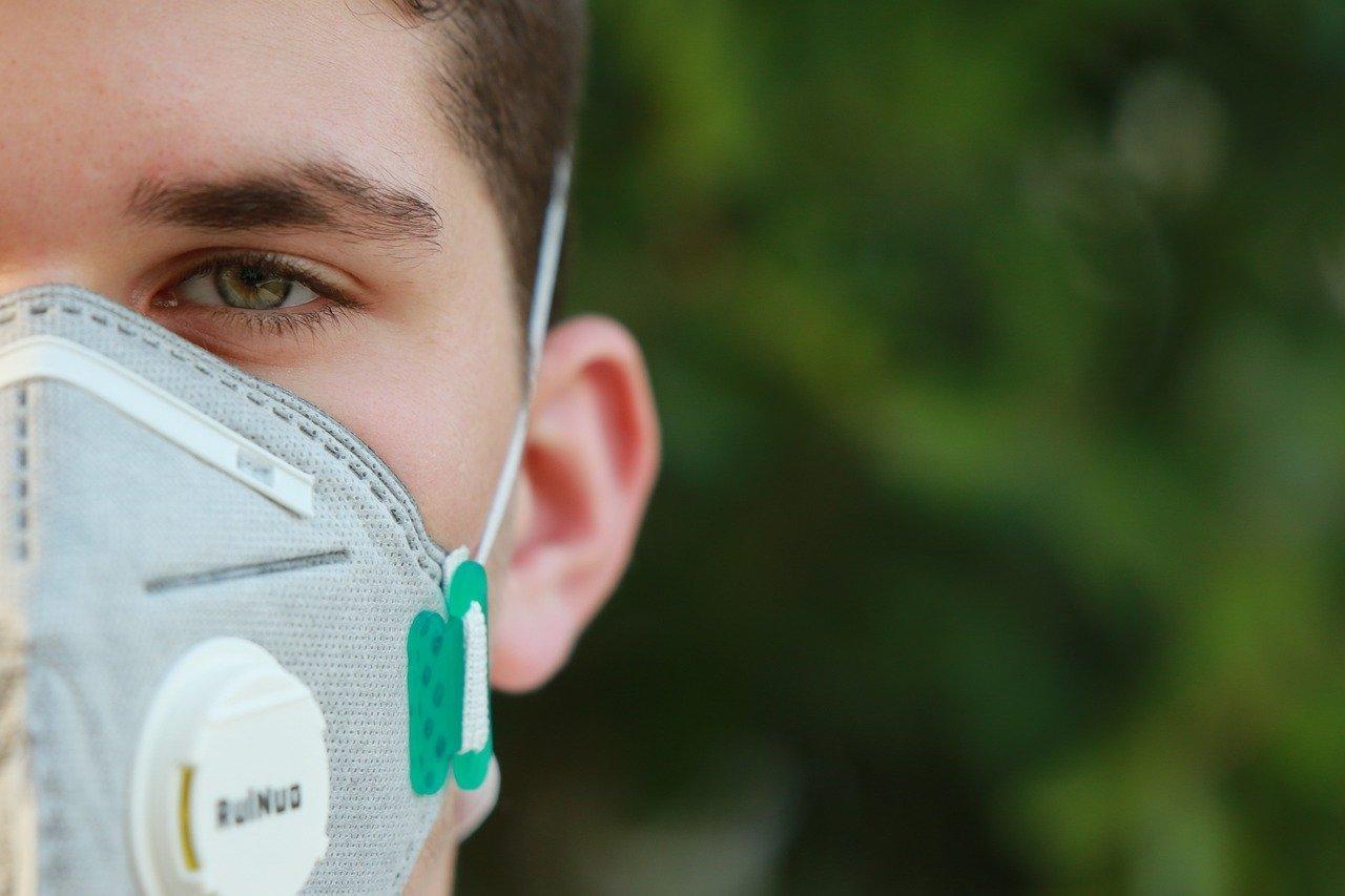 Человек в маске заражает на 30% меньше – Цой