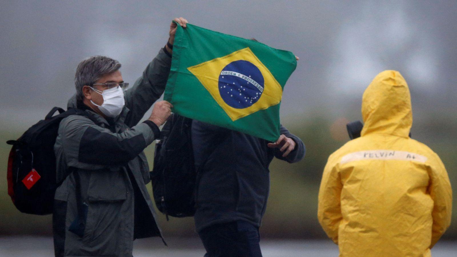 Число жертв коронавируса в Бразилии превысило 100 тысяч человек
