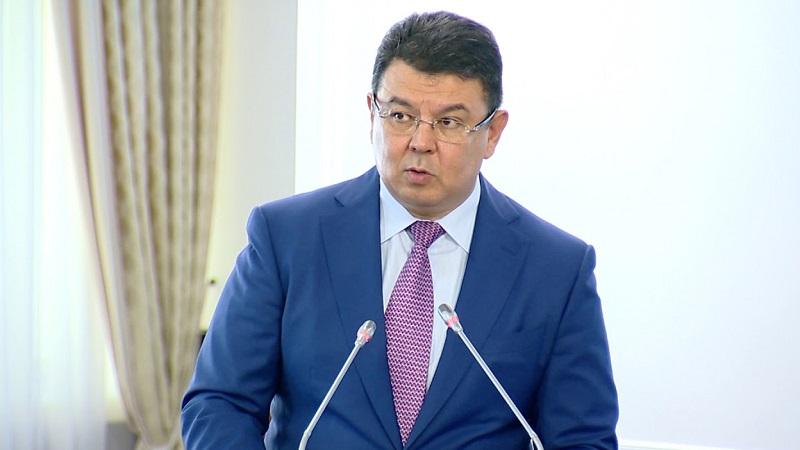 Экс-глава Минэнерго Бозумбаев назначен помощником президента Казахстана