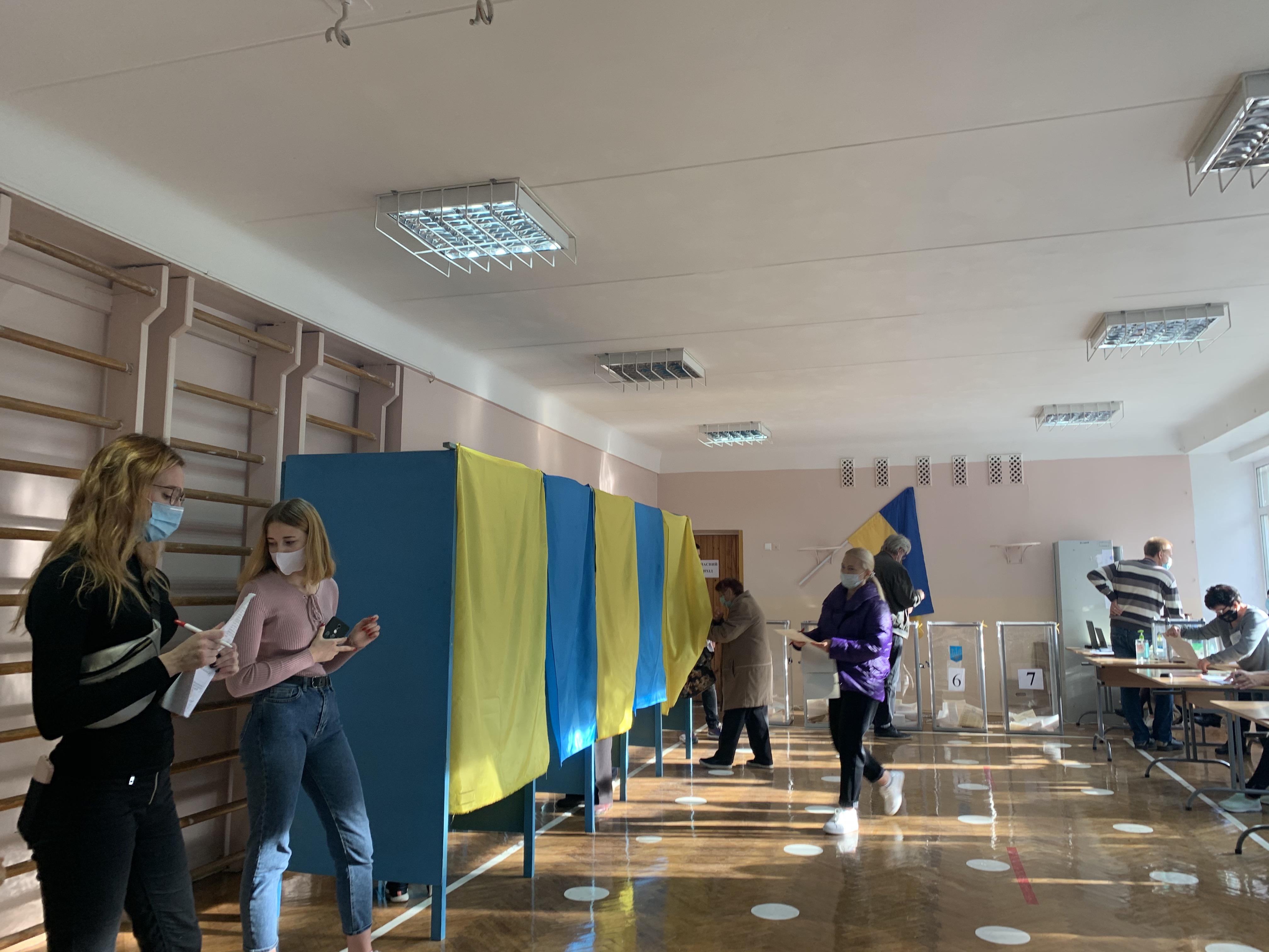 Полиция Украины получила восемь сообщений о минировании избирательных участков