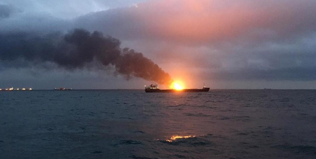 В Черном море загорелись два судна, 11 человек погибли, 12 спасены