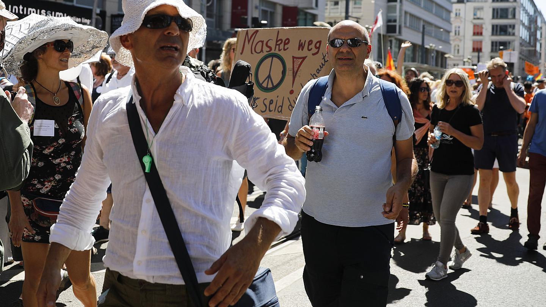 В Берлине в ходе акции против ограничений из-за пандемии пострадали 18 полицейских