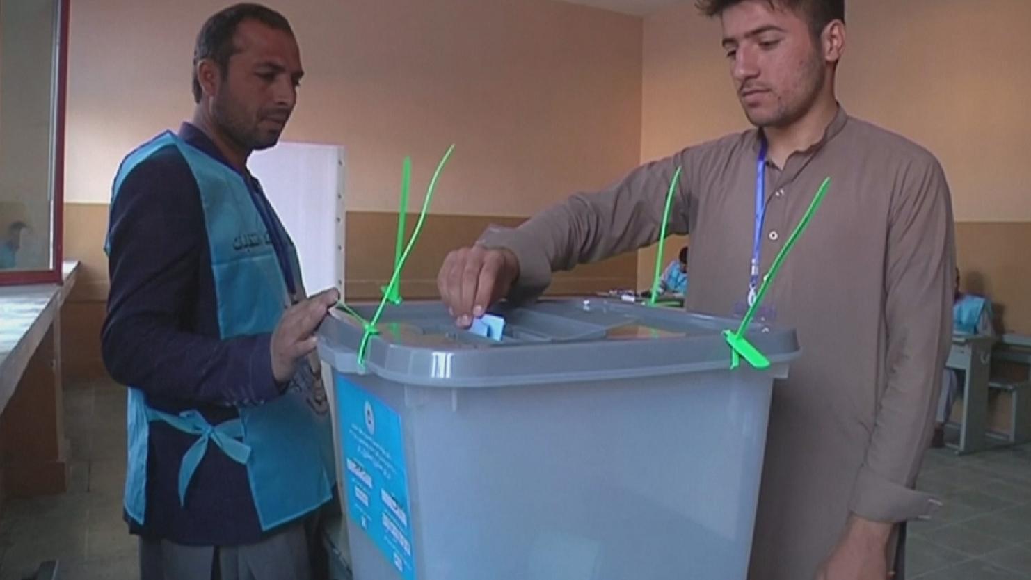 Выборы в Афганистане: работу избирательных участков продлили на два часа