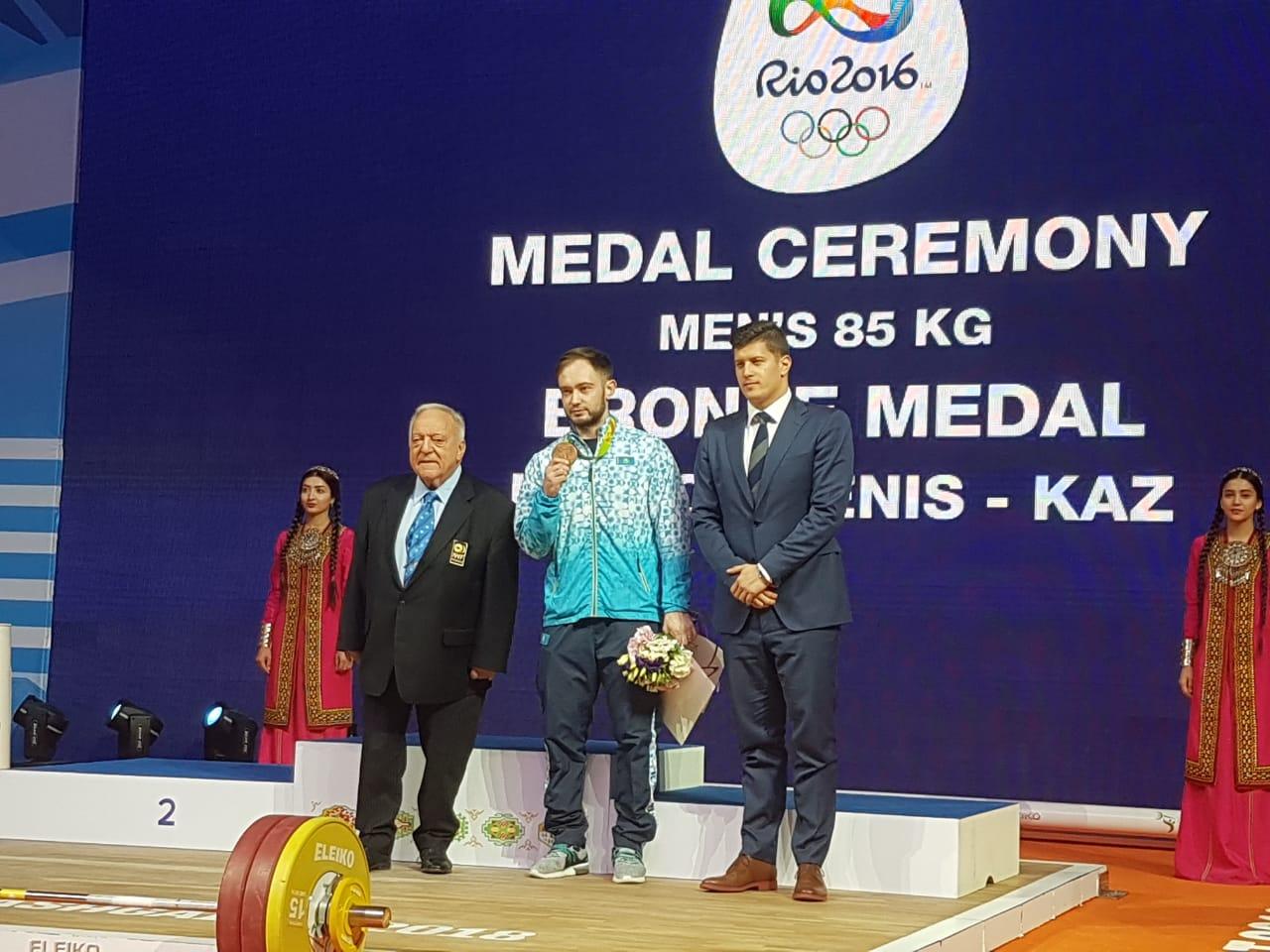 Казахстанцу Денису Уланову вручили бронзовую медаль Олимпиады-2016