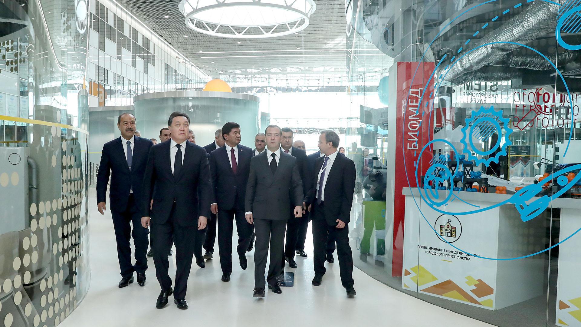 Аскар Мамин принял участие в заседаниях СНГ и ЕАЭС и провел переговоры с Дмитрием Медведевым