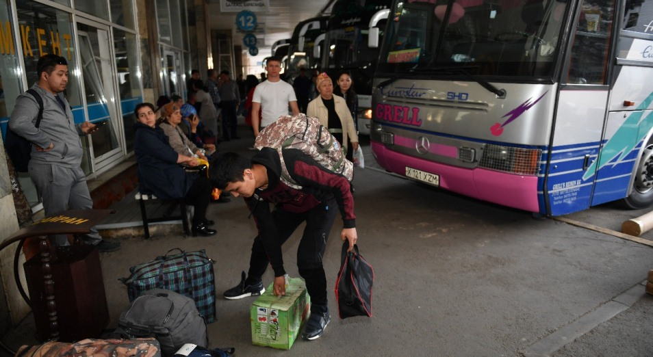 Алматинским автовокзалам пока не до фасада