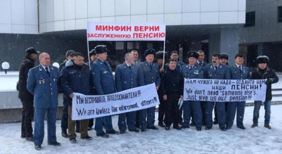 Бывших таможенников в РК приравняли к военным