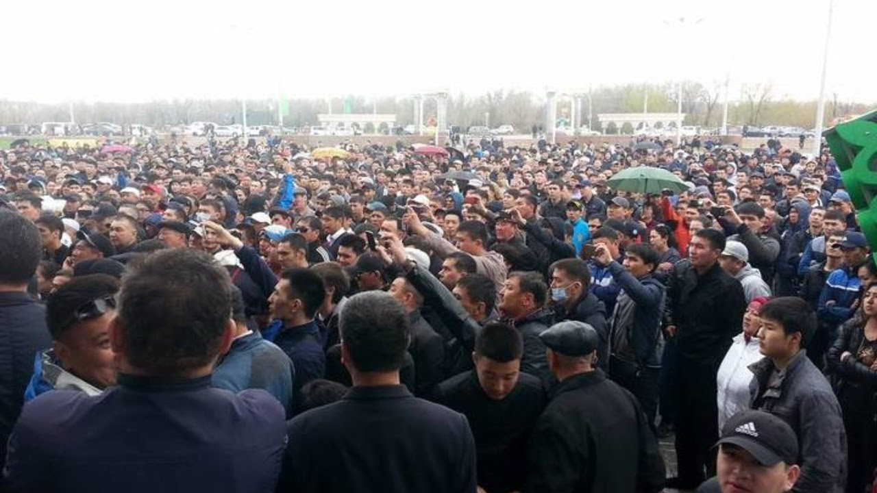 Десятки человек вышли на несанкционированные акции в Нур-Султане и Алматы