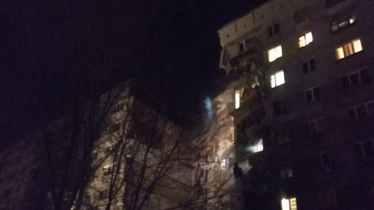 Подъезд жилого дома обрушился в Магнитогорске, есть погибшие