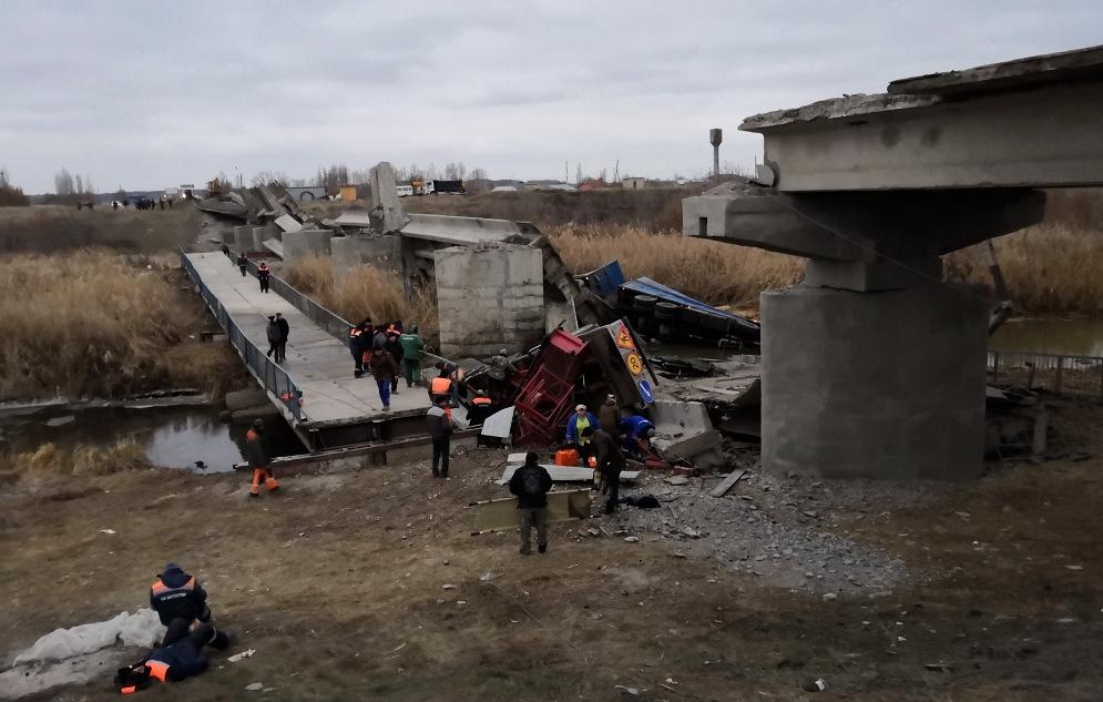 В Воронежской области обрушился автомобильный мост
