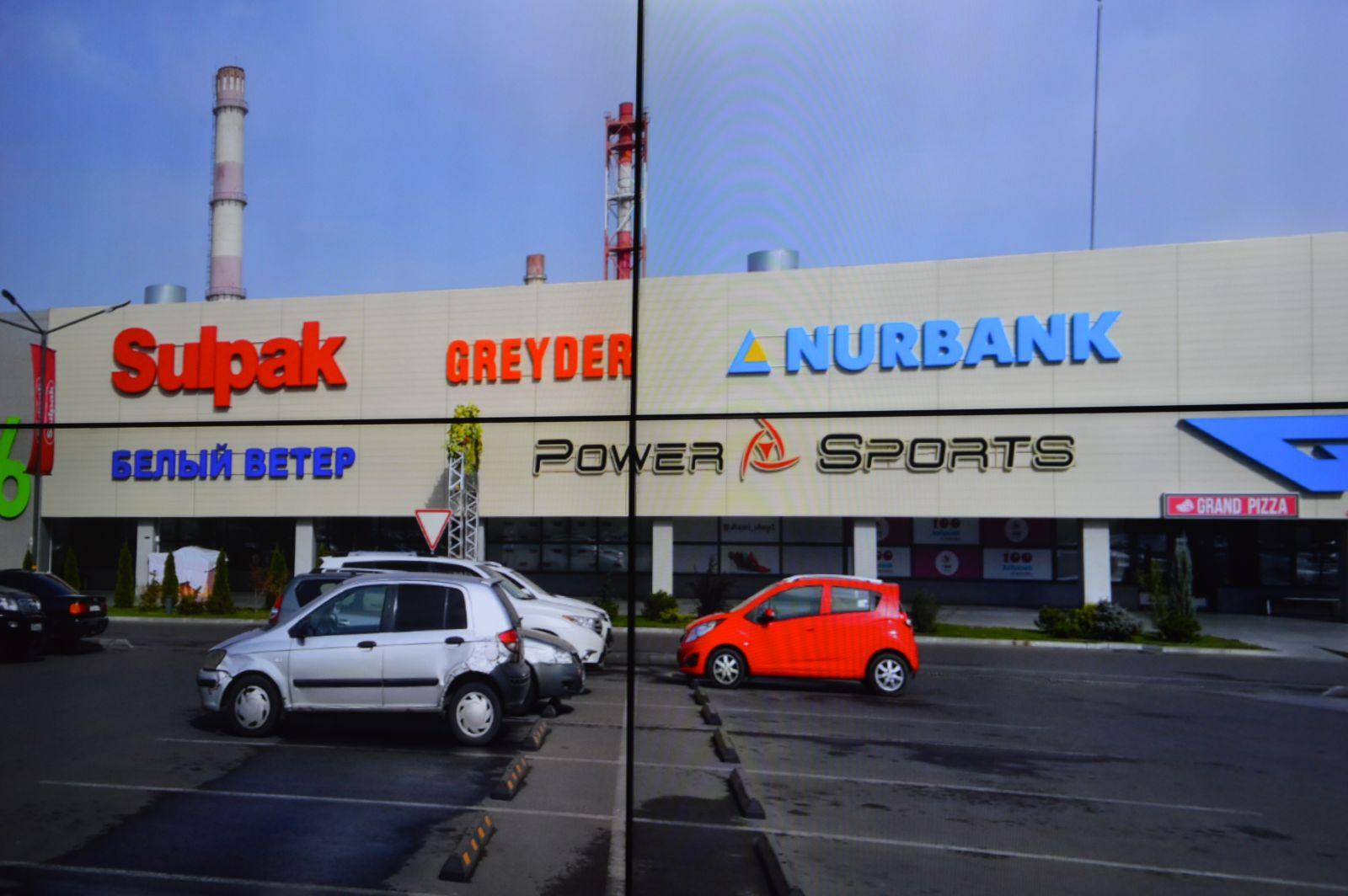 ТРЦ в Алматы неправомерно обязывают демонтировать вывески на фасадах