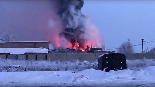 Под Оренбургом горит завод промышленного цинкования