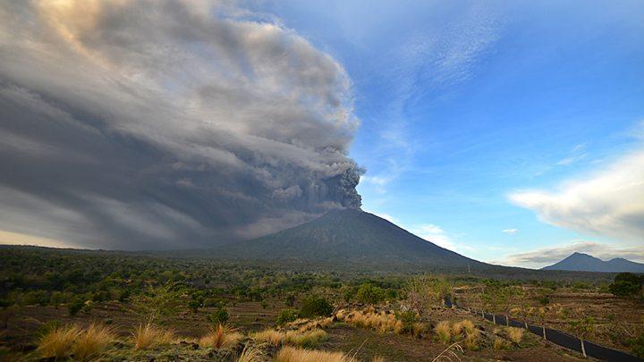 На Бали повышен уровень опасности из-за извержения вулкана