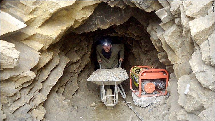 В Афганистане обрушилась шахта, несколько десятков человек погибли