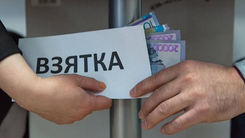 Глава департамента госдоходов по Атырауской области  подозревается в получении взятки