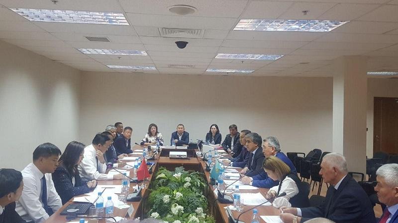 Казахстанско-китайские отношения: между странами увеличиваются грузоперевозки