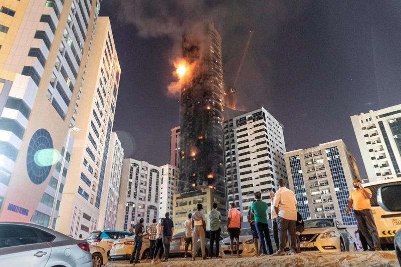 Семь человек пострадали из-за пожара в небоскребе в ОАЭ