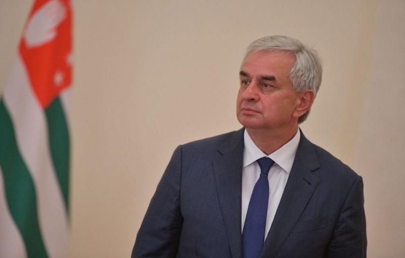 Президент Абхазии направил в парламент документ об отставке