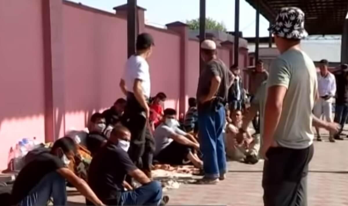 США и МОМ помогли 600 таджикским мигрантам вернуться домой из Казахстана