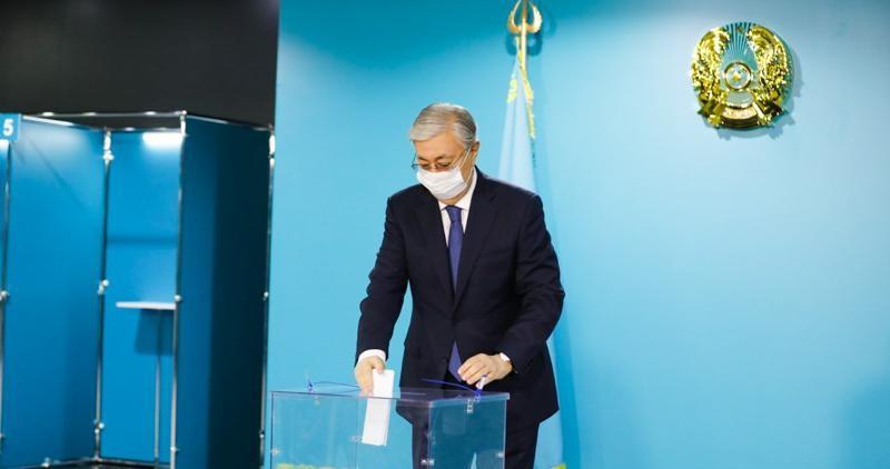 Токаев проголосовал на выборах депутатов мажилиса от АНК