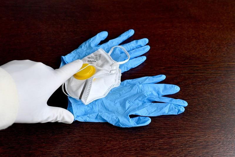 На прогулку по Нур-Султану обязательно надевать маски и перчатки