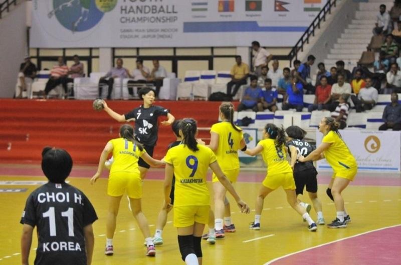 ЧА по гандболу: казахстанки уступили в полуфинале
