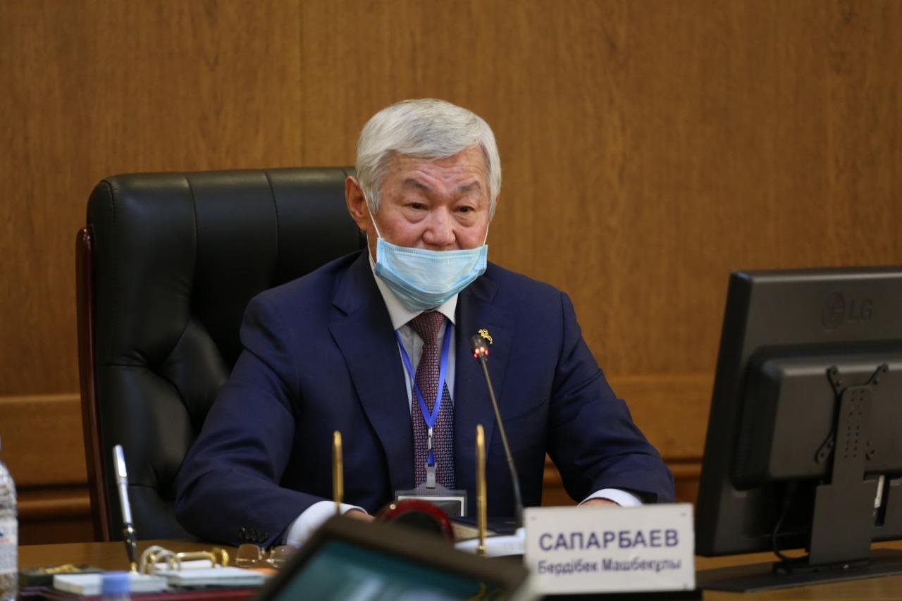 Сапарбаев поручил решить вопрос нехватки лекарств в аптеках в ближайшие дни
