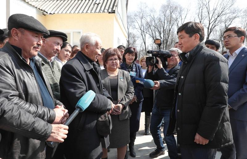 Бауыржан Байбек посетил ряд населенных пунктов Жамбылской области