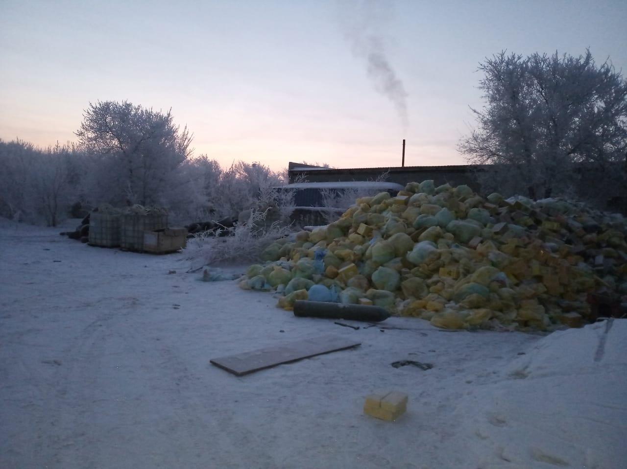 В Павлодаре выявили незаконную свалку опасных медицинских отходов