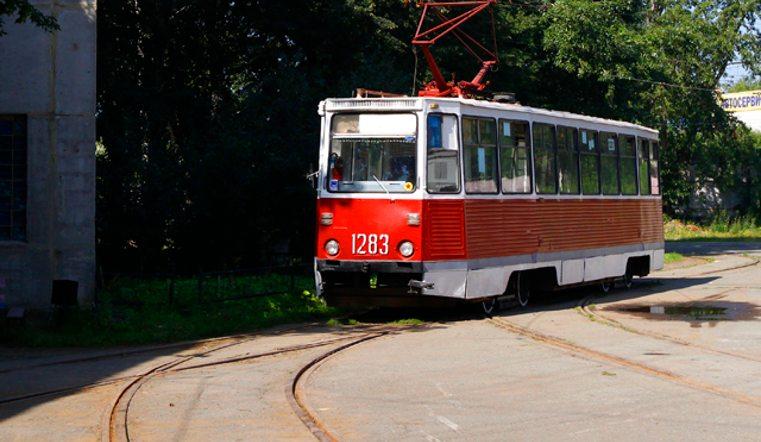 В Павлодаре неизвестные обстреляли трамвай