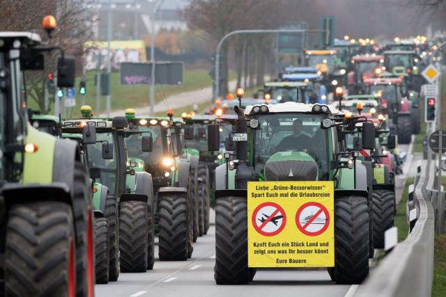 Германияда 10 мыңнан аса шаруа трактормен шеруге шықты