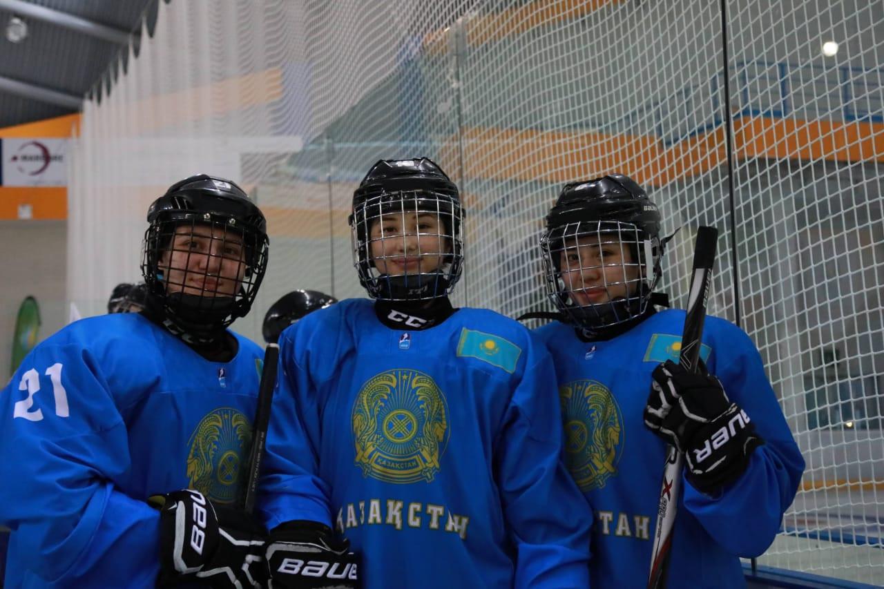 Женская команда РК по хоккею завоевала ещё одну победу в рамках ЧМ U18