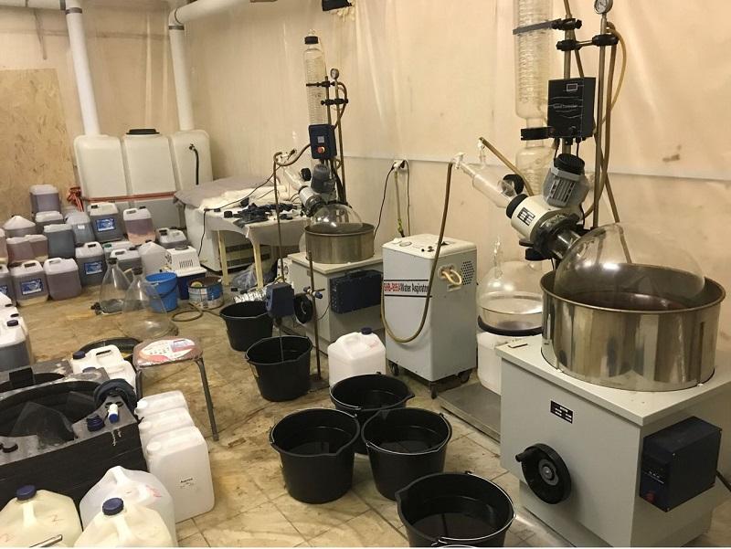 В Нур-Султане ликвидировали подпольную лабораторию по производству синтетических наркотиков
