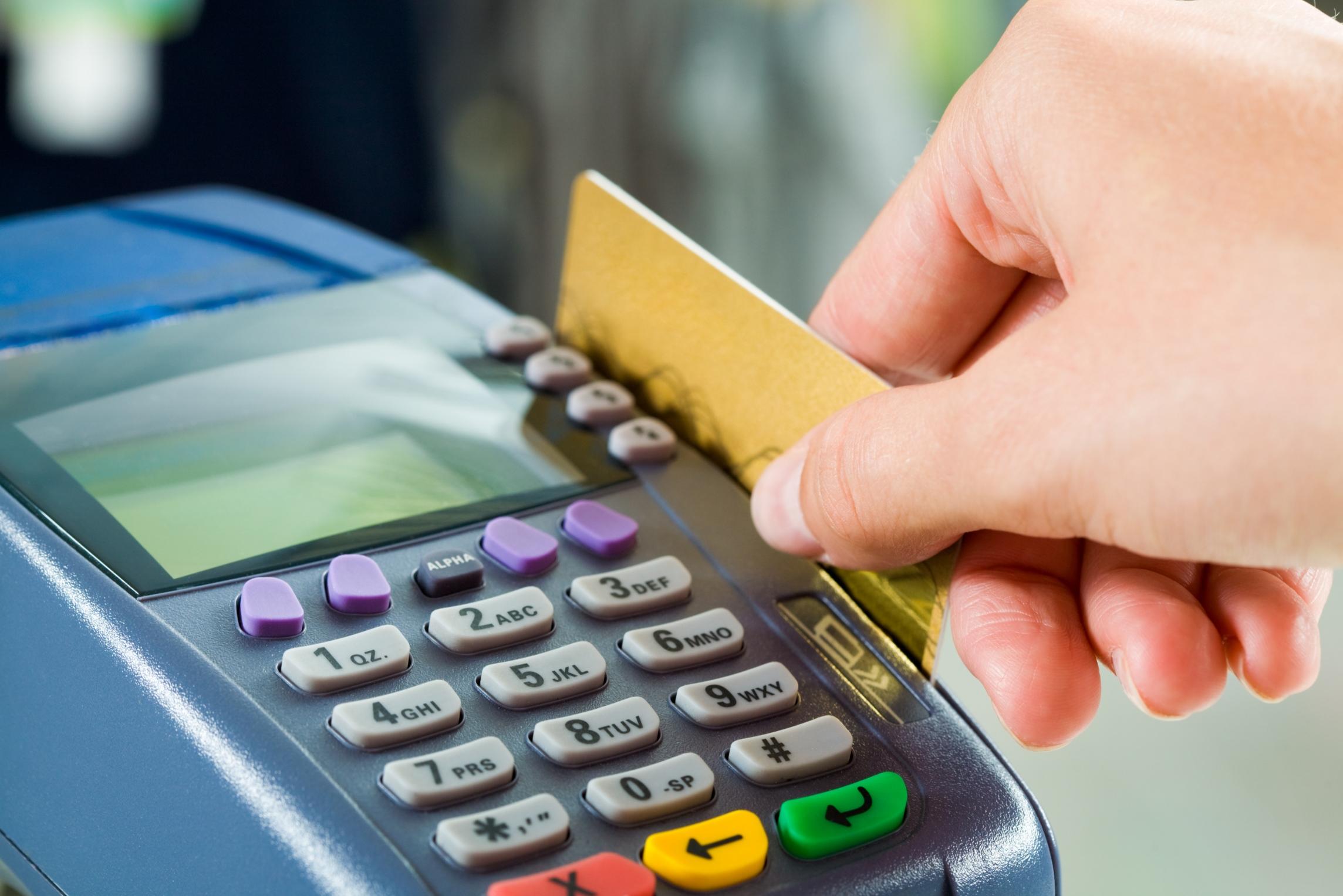 Казахстанцы ежемесячно обналичивают с платежных карт более триллиона тенге