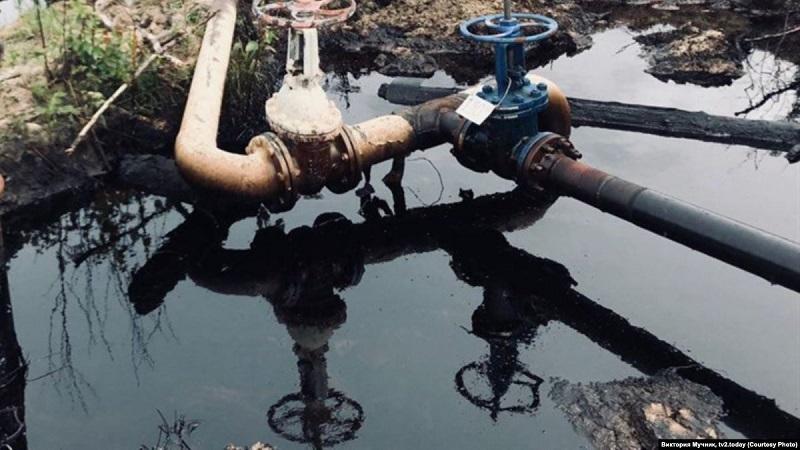 На месторождении Каламкас продолжается ликвидация последствий утечки нефти из трубопровода