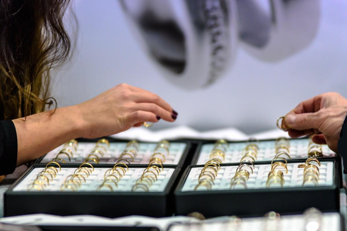 Сенаторы предложили увеличить контроль за продавцами ювелирных изделий
