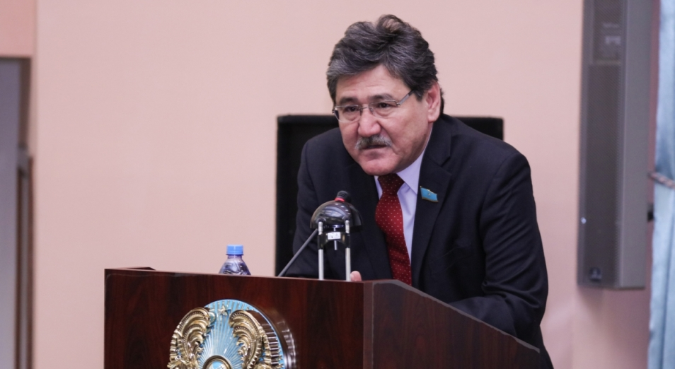 Сенаторы потребовали отставки руководства МОН – вице-министра Жакыповой