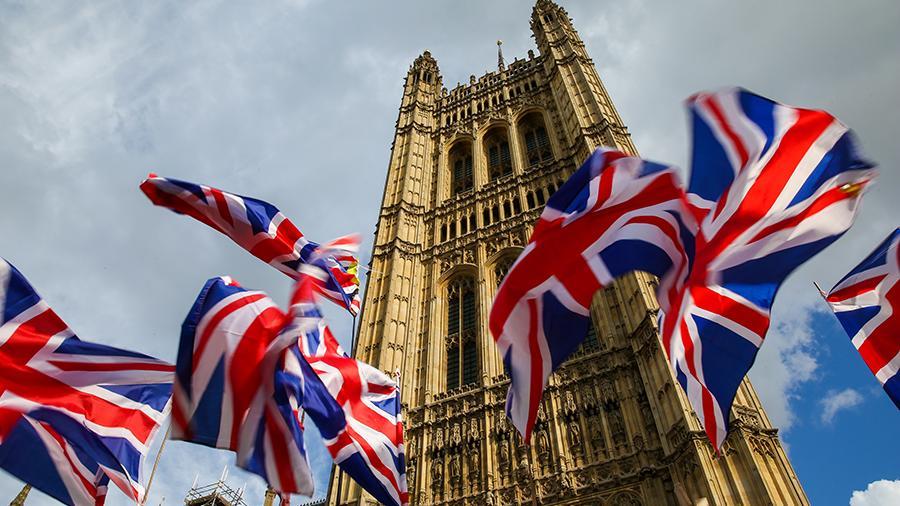 Великобритания вновь вводит карантин для прибывающих в страну
