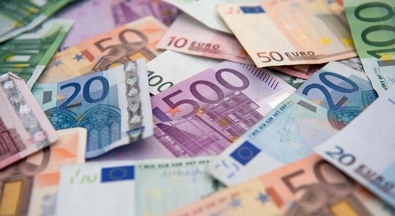 С начала года «чистые» продажи евро достигли уже 222 миллиарда в тенговом эквиваленте