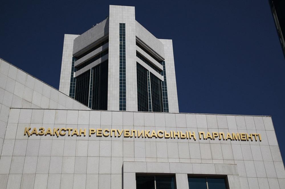 Депутат мажилиса Бахтияр Макен досрочно сложил полномочия