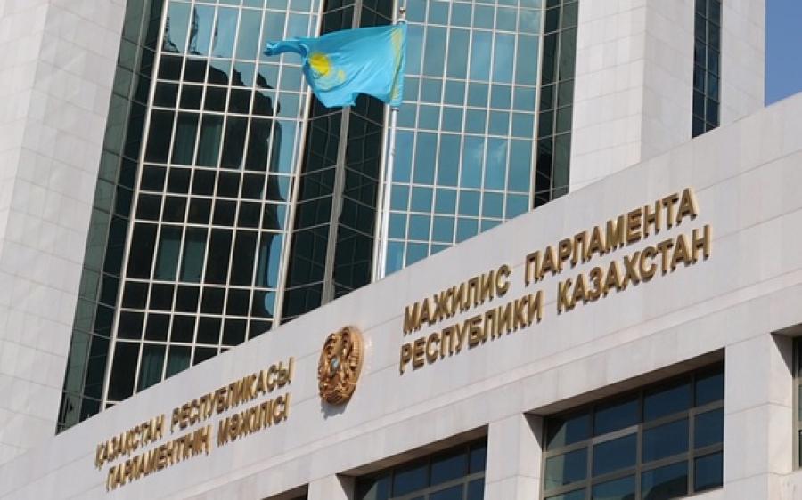 Мажилис одобрил поправки к соглашению с РФ о разграничении дна северной части Каспийского моря