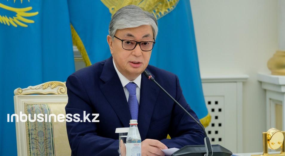 Президент РК присвоил госнаграды полицейским, погибшим во время охраны блокпоста в Алматы