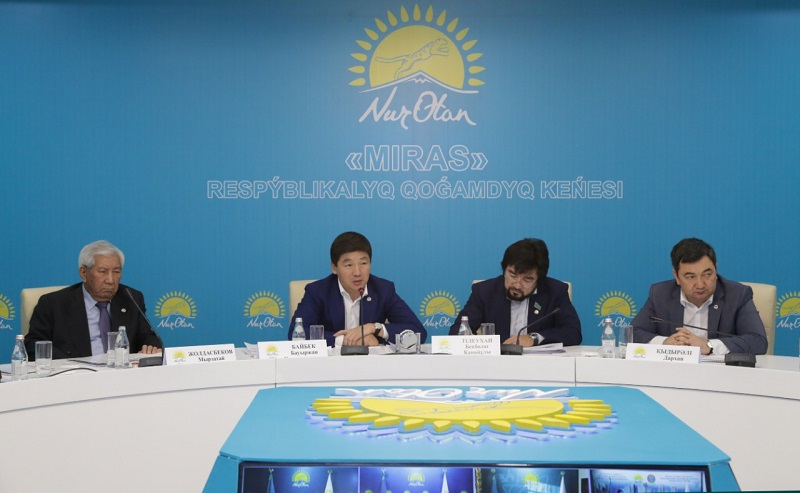 Вопросы развития государственного языка рассмотрели в партии Nur Otan