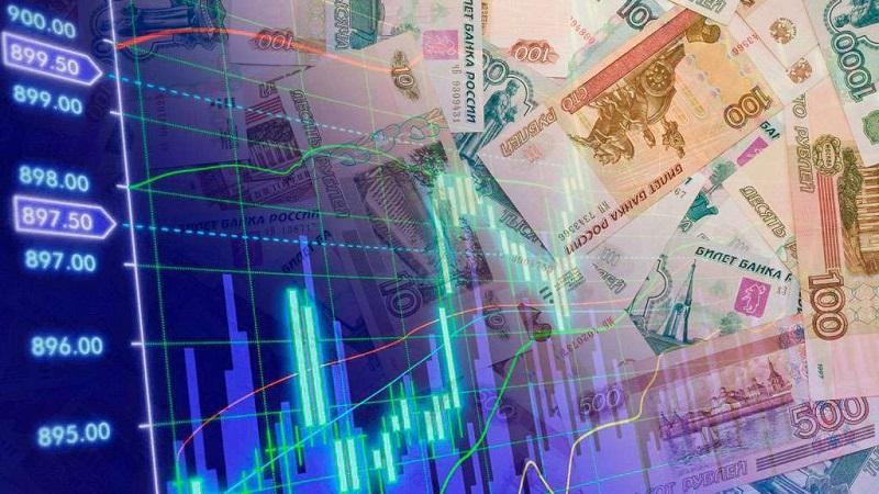 Доллар на Московской бирже поднялся выше 77 рублей впервые с 22 апреля