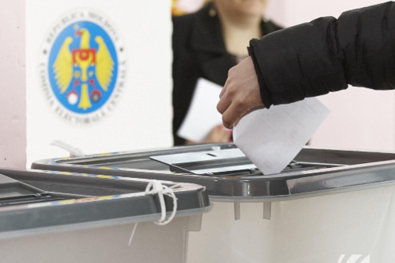 К полудню на выборах президента Молдавии проголосовали 17% избирателей