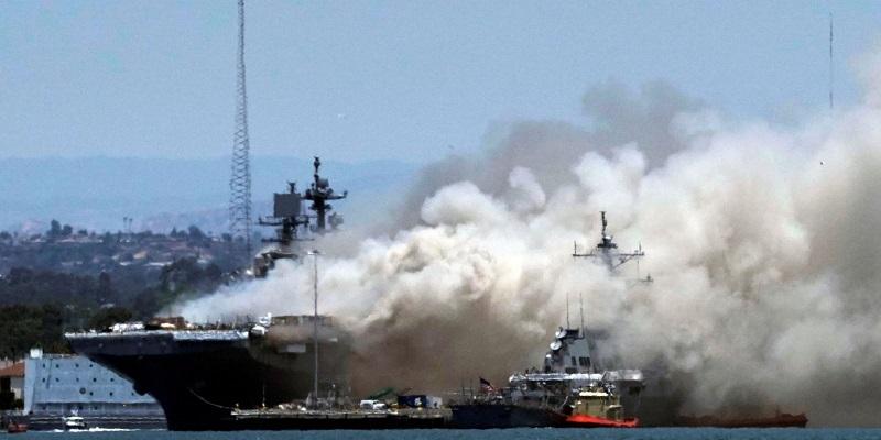 21 человек пострадал в результате пожара на судне ВМС США