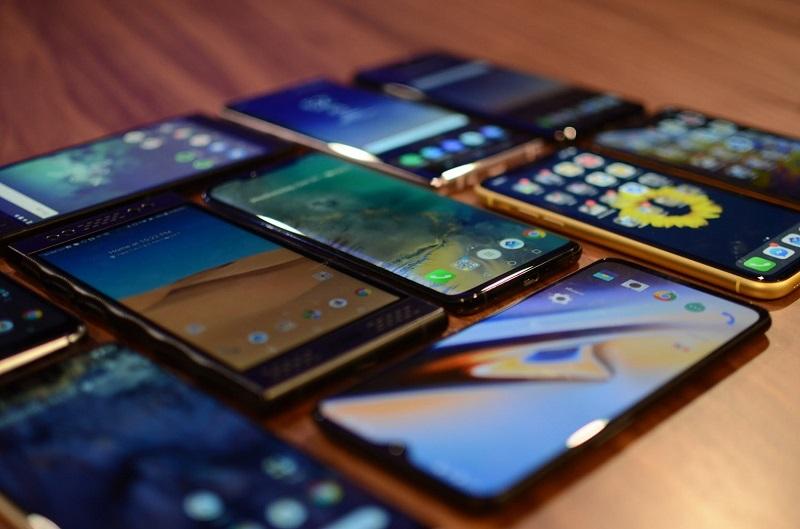 Мировые продажи смартфонов снизились на 0,4% в III квартале