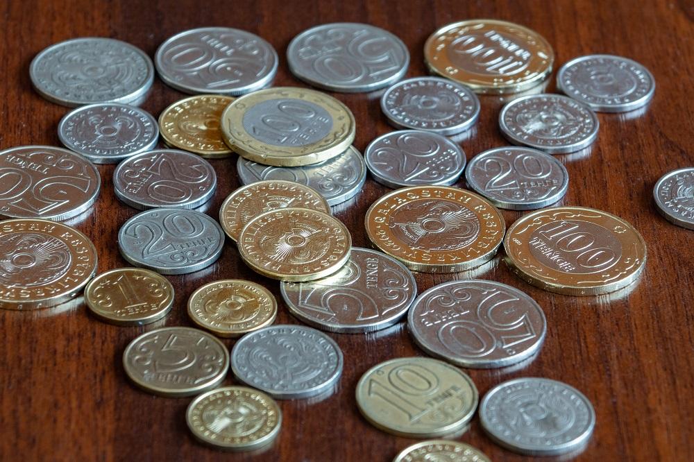 Семьи в ВКО в основном тратят почти все полученные за месяц деньги